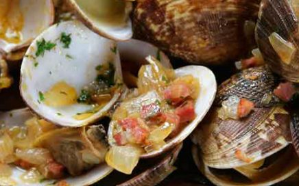 Clams with iberian ham and Oporto wine